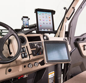 GreenStar™ display  installed on XUV835R with optional phone and tablet mounts