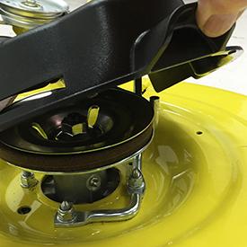 Een open te klippen afdekking van de aszak voor eenvoudige toegang tot de aszak