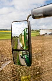 Linker groothoekspiegel getoond op een 7R-tractor
