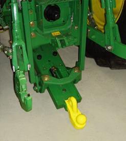 Inzetstuk voor koppeling met kogel (80 mm [3,1 in.]) en bevestigingsplaat - John Deere pickup-koppeling (6M-, 6RC-, 6M- en 6R-serie)