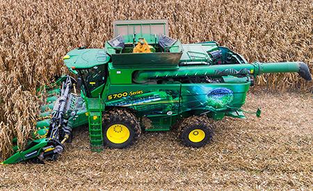 Naše kukuřičné adaptéry jsou dostupné scelou řadou záběrů aroztečí řádků.