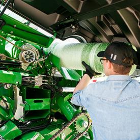 Nahoru vyklopitelné otvírání pro snadný přístup k uzávěru palivové nádrže