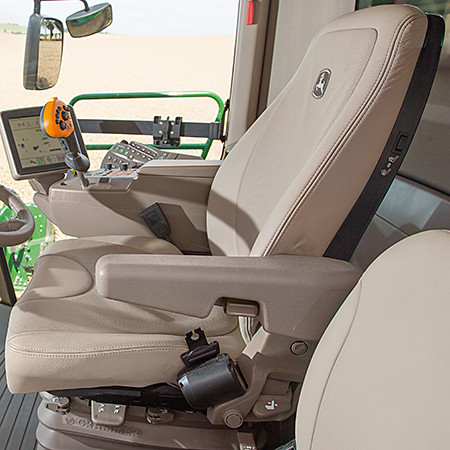 Dostępny jest również opcjonalny skórzany fotel zpneumatyczną amortyzacją