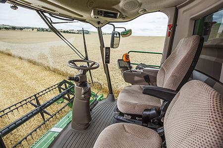 Przestronna kabina ołącznej powierzchni przeszklenia wynoszącej 5,9m² zapewnia doskonałą widoczność