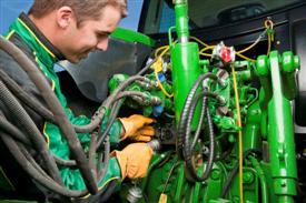 Podłącz i wykorzystuj technologię ISOBUS podczas belowania