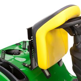 Fotel można podnosić, by uzyskać dostęp do schowka i wlewu paliwa (na ilustracji X125)
