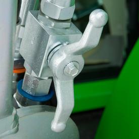 Położenie otwarte dźwigni hydraulicznego zaworu odcinającego