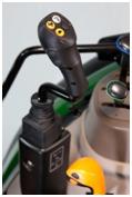 Wbudowane sterowanie dźwignią joysticka (na ilustracji ciągnik 5M)