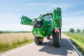 Maksymalna prędkość transportowa to maksymalnie 40 km/h (25 mph)