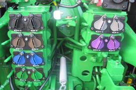 3361 – Sześć elektronicznie sterowanych gniazd hydrauliki – wysokiej klasy