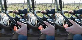 Dźwignia PowrReverser w kabinie ciągnika 5GN