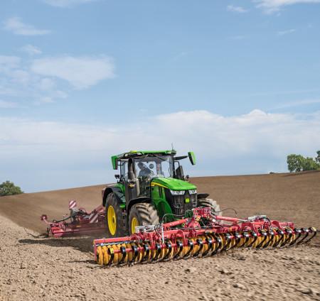 Szeroka gama opcji podnośnika i zaczepu rolniczego