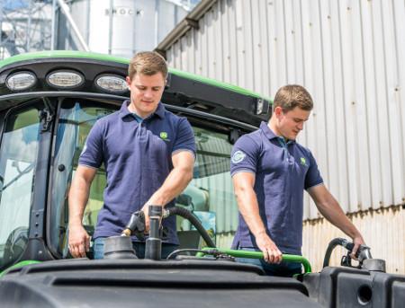 Zbiornik paliwa umożliwia tankowanie z obu stron
