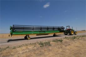 Sistema de transporte integrado na plataforma 600D arrastada por um trator