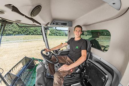 Desfrute de um conforto excecional na melhor cabina da categoria com 3,3 m³ (116,5 pés cúbicos) de volume
