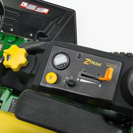 Painel de controlo incluindo roda de ajuste da altura de corte