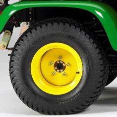 Roda e pneu traseiros padrão