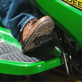 Pedal do controlo de velocidade em uso
