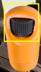Roda de dedo localizada na alavanca de controlo de velocidade