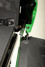 Prestação que permite girar e retirar a porta de descarga