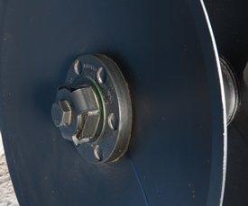 50–мм (2–дюймовые) болты крепления дисковых батарей