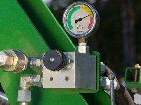 Гидравлический прикатывающий каток с клапаном давления