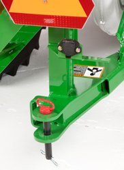 Optional rear hitch on 19,400-L (550-bu) cart