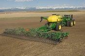Почвообработка, внесение удобрений и сев с помощью сеялки 730LL