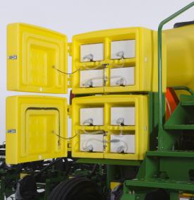 Инсектицидный шкаф, загруженный емкостями с препаратом Force CS