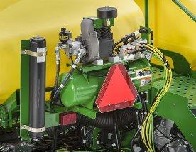 Рядом с воздушным компрессором устанавливается аккумулятор, поглощающий любые пики давления