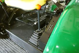 The gear lever with the gears 1, 2, 3 and R
