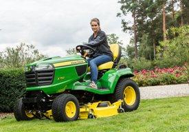 X750 traktor vid klippning