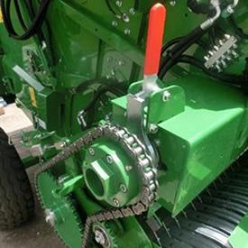 Rotorrotationen kan enkelt frikopplas från resten av balpressen