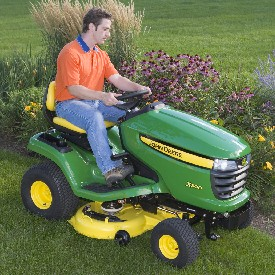 X300-traktor med 107 cm mulchingklippare