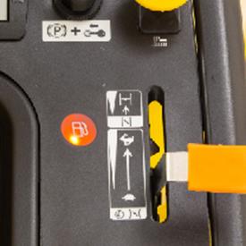 Varningslampa för låg bränslenivå tänd