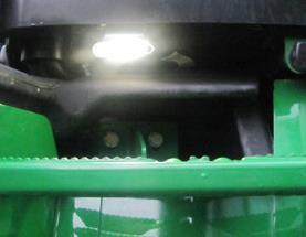 Lampa för fotsteg placerad på vänster fotsteg
