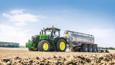 Med John Deere gödningsdosering analyseras gödslets näringsvärde under arbetets gång