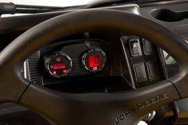 Kombiinstrument, tillvald hastighetsmätare och bakgrundsbelysta omkopplare