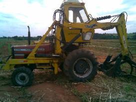 Cargador montado en un tractor de granja