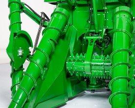 Divisor de cultivos e inclinación hidráulica del rodillo tumbador