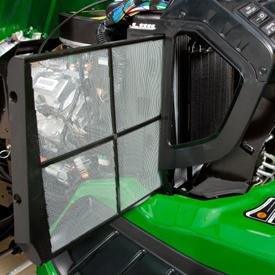Rejilla del radiador extraída para la limpieza