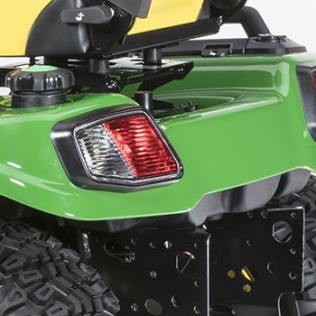 Tapa y tanque de combustible (se muestra en un tractor diésel X758)