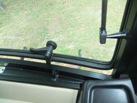 La ventana trasera se abre para permitir la ventilación
