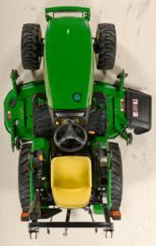 Tractor 2025R mostrado.