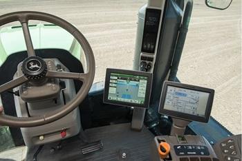 Monitor Universal 4640/monitor GreenStar™ CommandCenter™ equipado en un tractor 9R del año de fabricación 2013