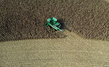 Comience el cultivo en las hileras adecuadas de manera rápida y precisa con AutoPath™