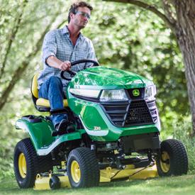 Tractor X300 con plataforma mulching de 107 cm (42 in.)