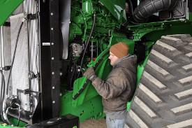 Extracción del panel lateral del motor