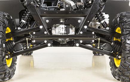 Vista trasera del transeje, los componentes de suspensión y los ejes de velocidad constante (se muestra el modelo XUV865M)
