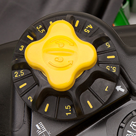 Mower deck height adjustment knob
